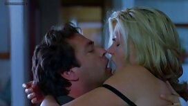 Brunette nue chaude chevauchant ancien film porno un gode