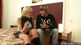 Belle films porno dorcel fille joue sur un siège d'amour FM14